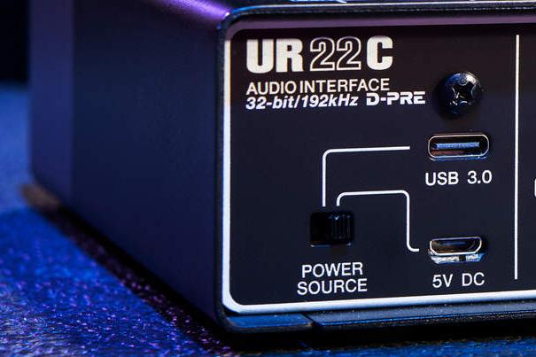 Steinberg UR22c Power source